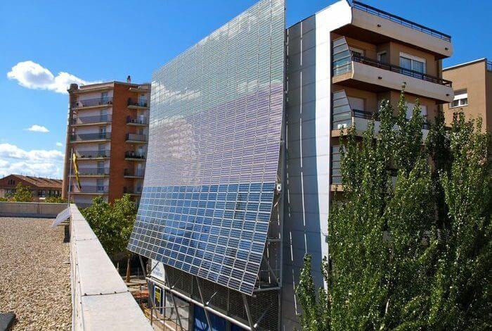 الطاقة الشمسية وكيفية عمل المعالجات لها داخل المبنى وخارجه