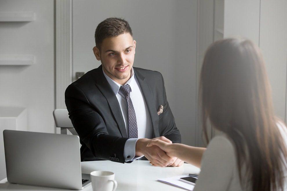 كيف تترك انطباعا جيدا لدى أصحاب العمل