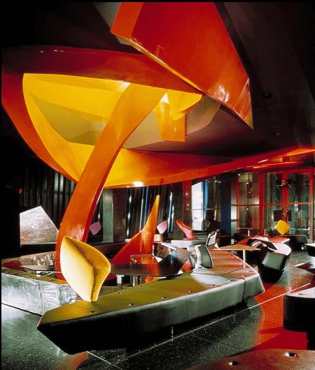 تصميم داخلي للمطعم مع طاولات على هيئة شظايا حادة من الجليد وبلازما من الأرائك البيومورفيك.