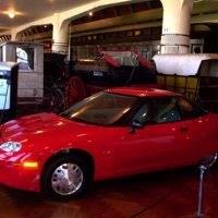General Motors EV1 واحدة من السيارات الكهربائية، يبلغ مداها 160 كيلومتر وتعمل ببطارية NiMH عام 1999. 200x200 - السيارات الكهربائية بوجه عام