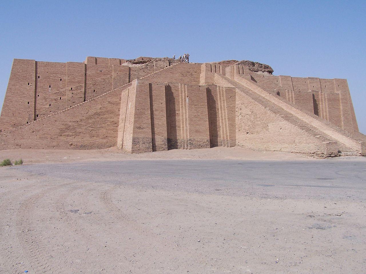 1280px Ancient ziggurat at Ali Air Base Iraq 2005 min - العمارة المصرية القديمة