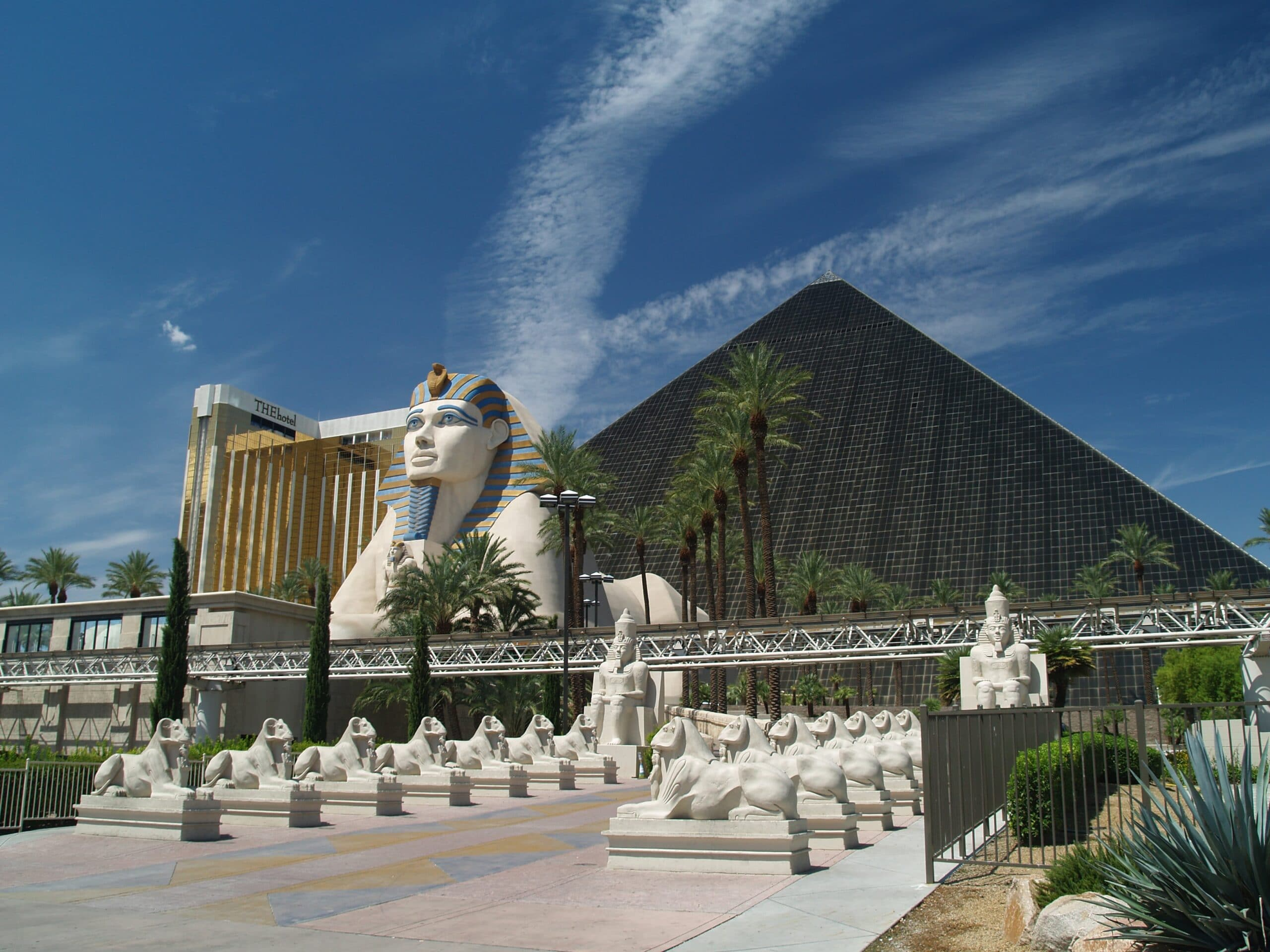 Las Vegas Luxor 04 min scaled - العمارة المصرية القديمة