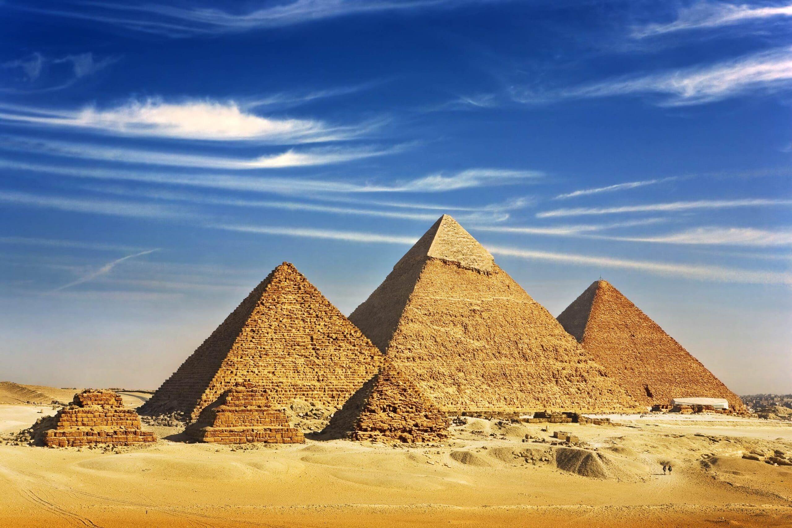 shutterstock 96622405jpg min scaled - العمارة المصرية القديمة